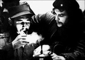 Фидель Кастро и  Че Гевара пьют кофе, курят сигары и занимаются сексом.
